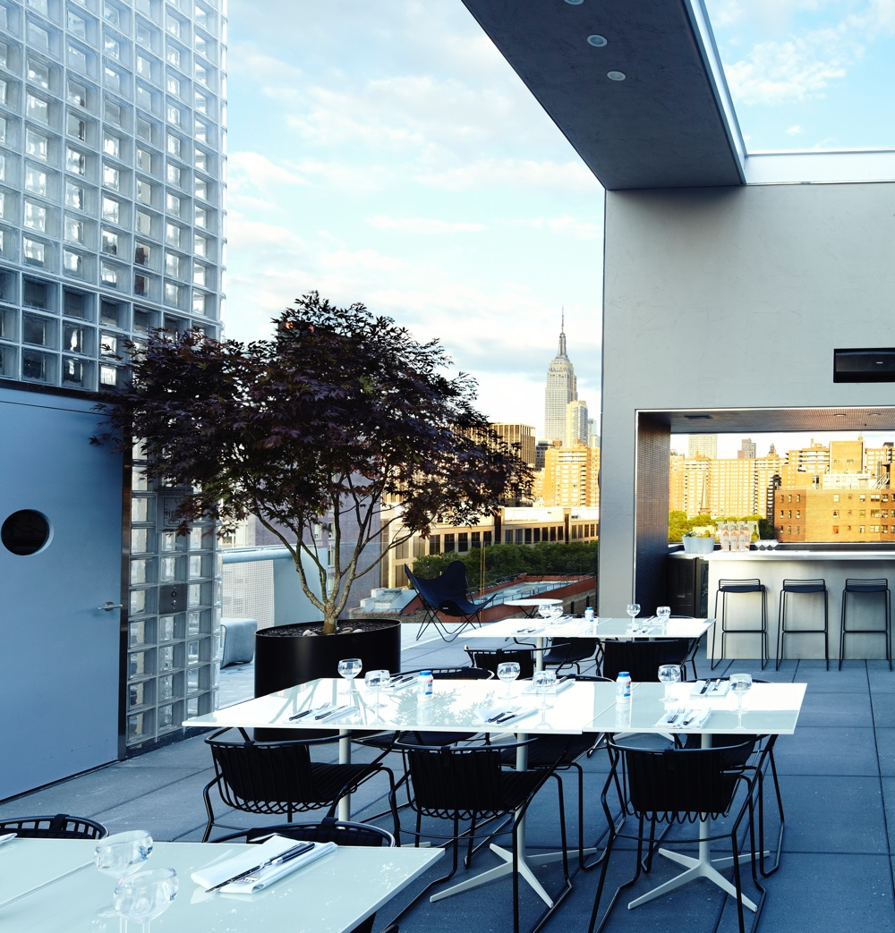 Hôtel Americano rooftop grill. Photo  by TEN Arquitectos.