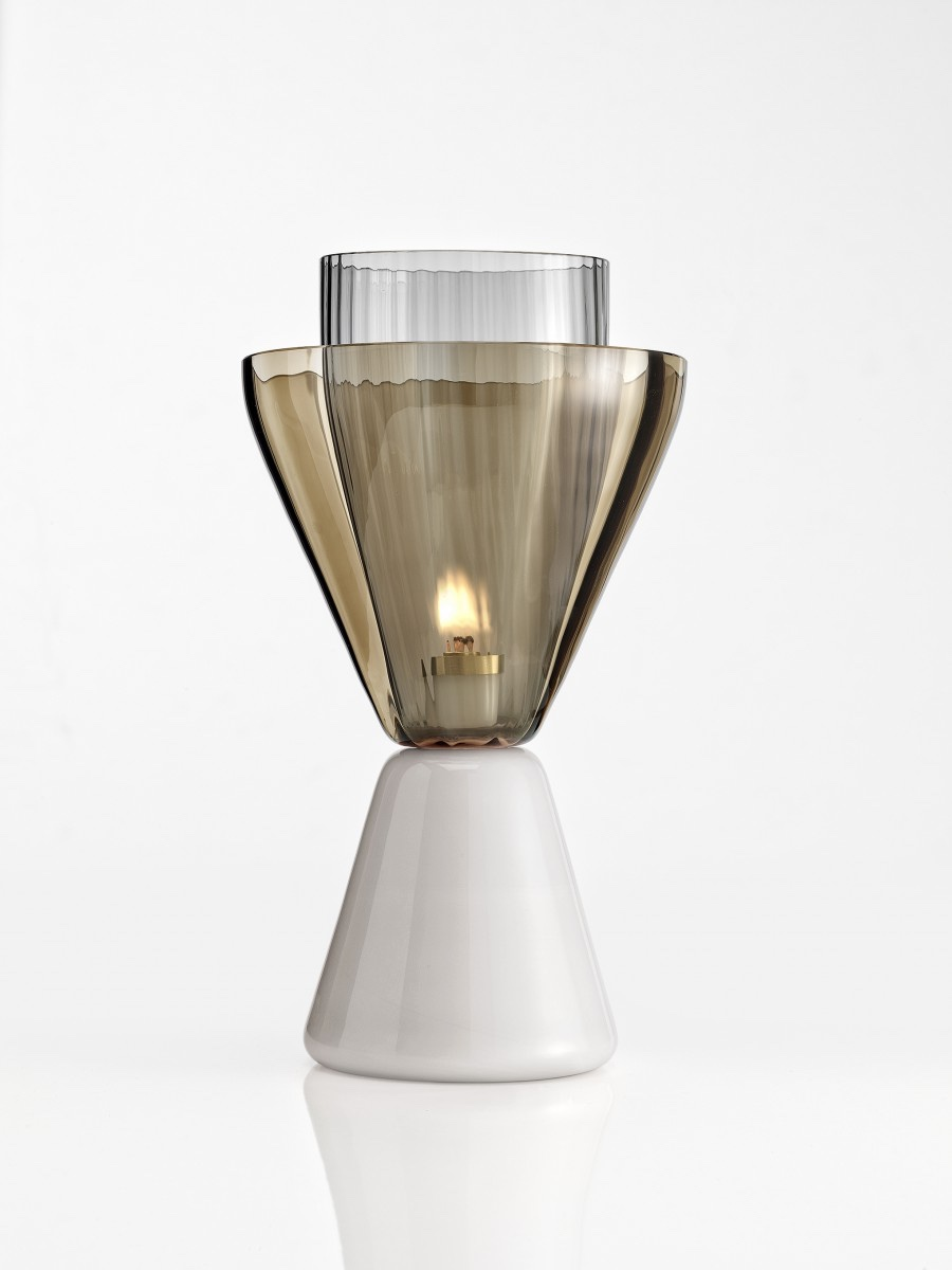 Halo oil lampwith matt milky glass base.
