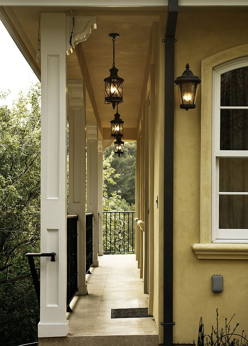 Hanging lanterns - A perfect way to light up the porch and long hallways [Design: Allwood Construction]