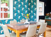 It is the wallpaper that brings retro vibe to this modern dining space