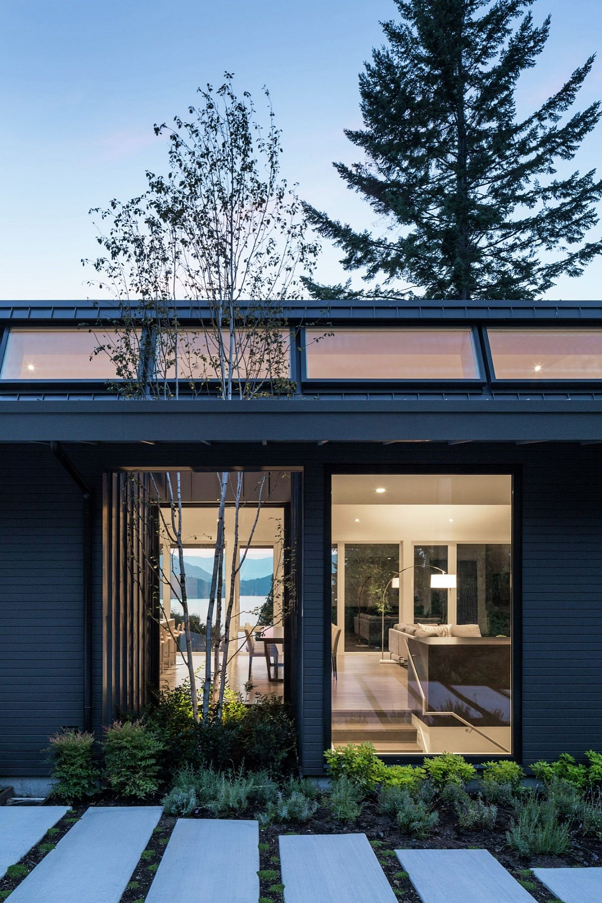 Love for nature and a soothing ambiance shape fabulous home in Vancouver