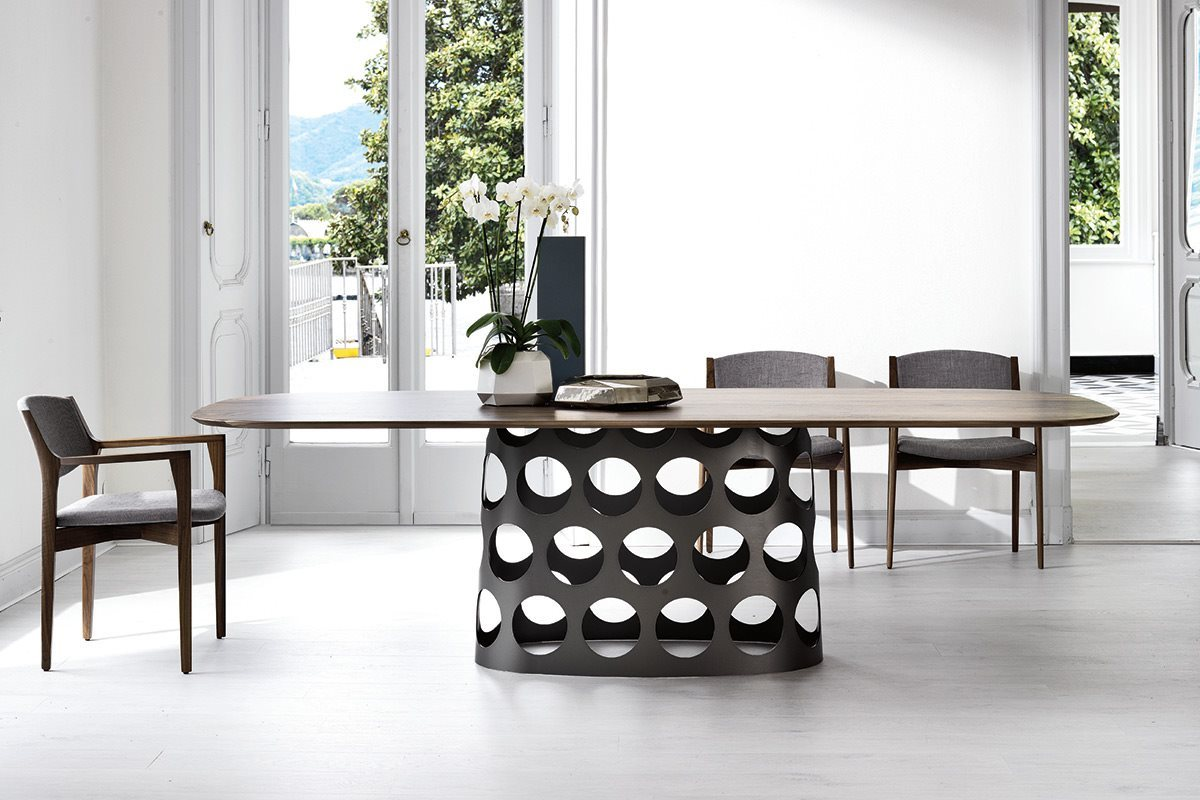 Lovely dining table with metal base Jean from Porada Dashing Duo: Trendy New Dining Tables Usher in Geometric Contrast