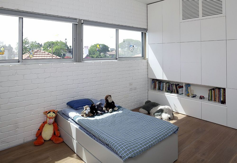 Modern kids' room with whitewashed brick wall [Design: Sharon Neuman Architects]