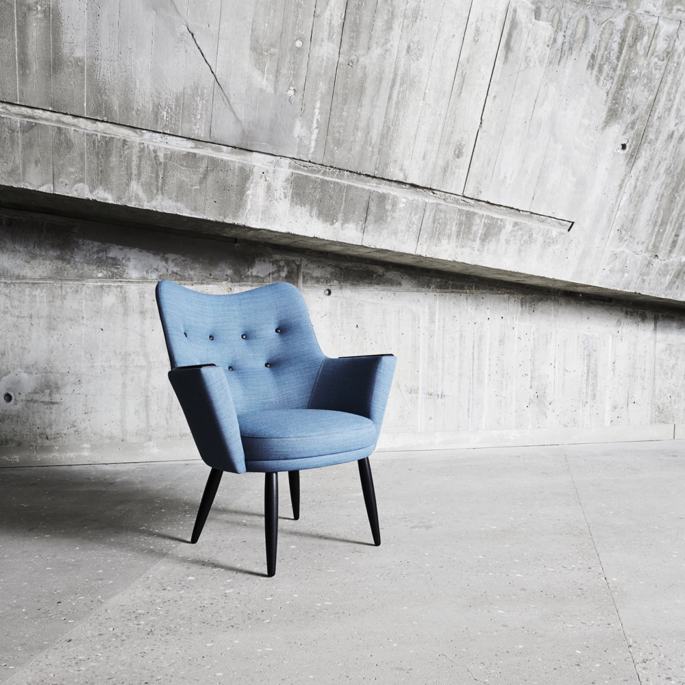 MH No2 easy chair dressed in CrissCross fabric by Gabriel.