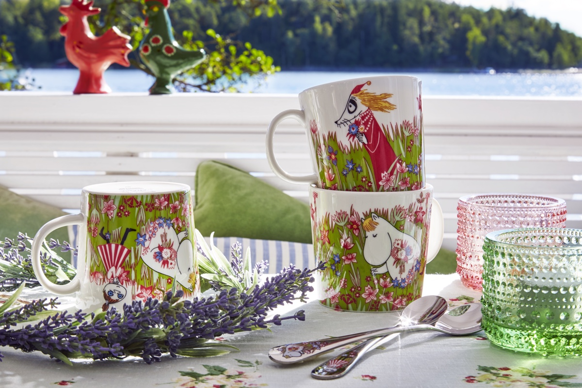 The Moomin summer mug 2016 - Midsummer. Inspired by her love of animals, nature and the changing seasons, Tove Jansson (1914-2001) charted the adventures of the tightly knit Moomin family and their eclectic assemblage of friends, in her renowned books and comic strips. Arabia's popular Moomin tableware pieces feature original Moomin drawings by Tove and Lars Jansson (Tove's younger brother). The drawings are transferred to mugs, bowls and plates by illustrator Tove Slotte-Elevand, with each carefully chosen image scaled to fit accordingly.