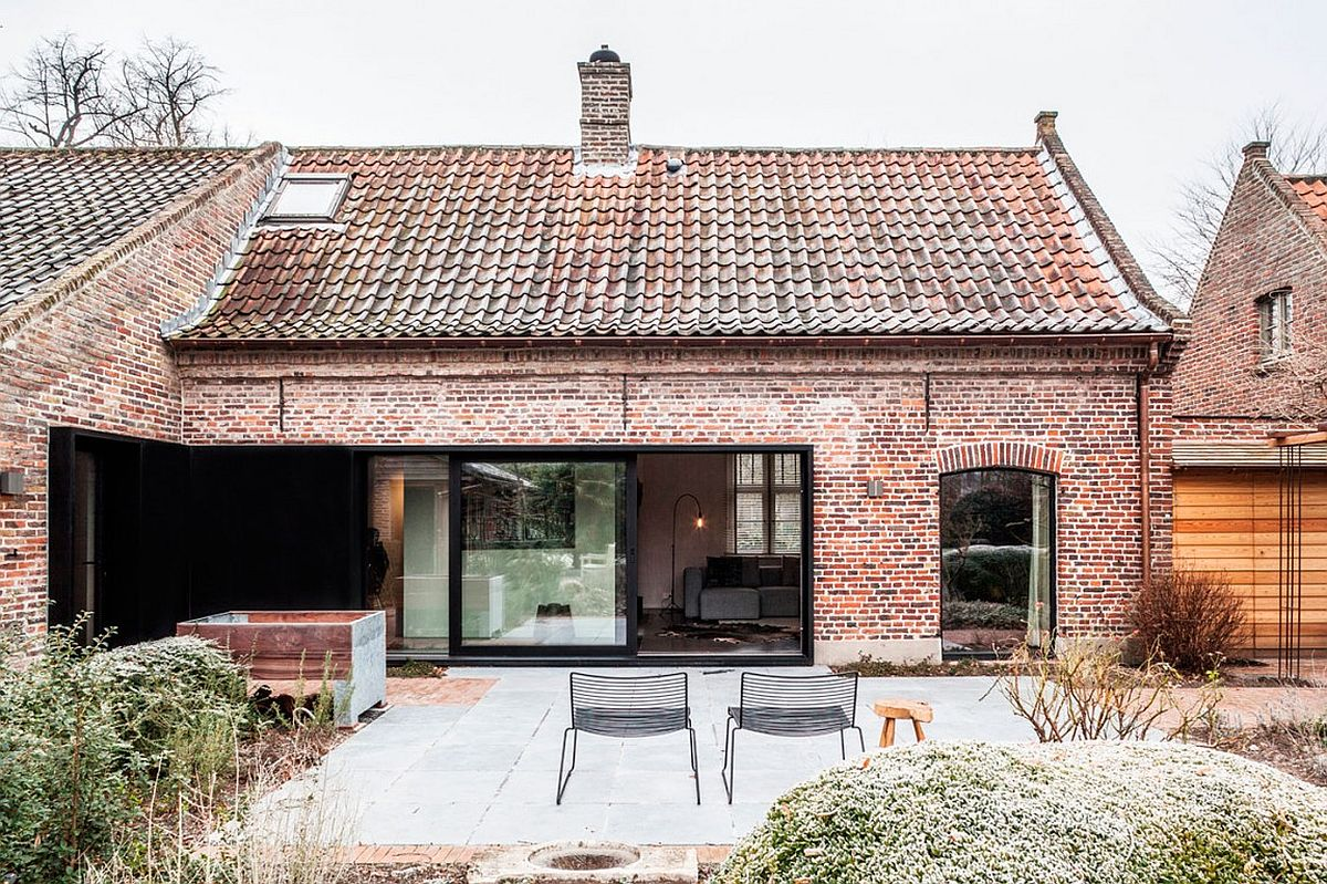 Old house on a farm renovated in Belbium to embrace a more modern lifetsyle Synergy of Contrasting Styles: Farmhouse Renovation in Belgium