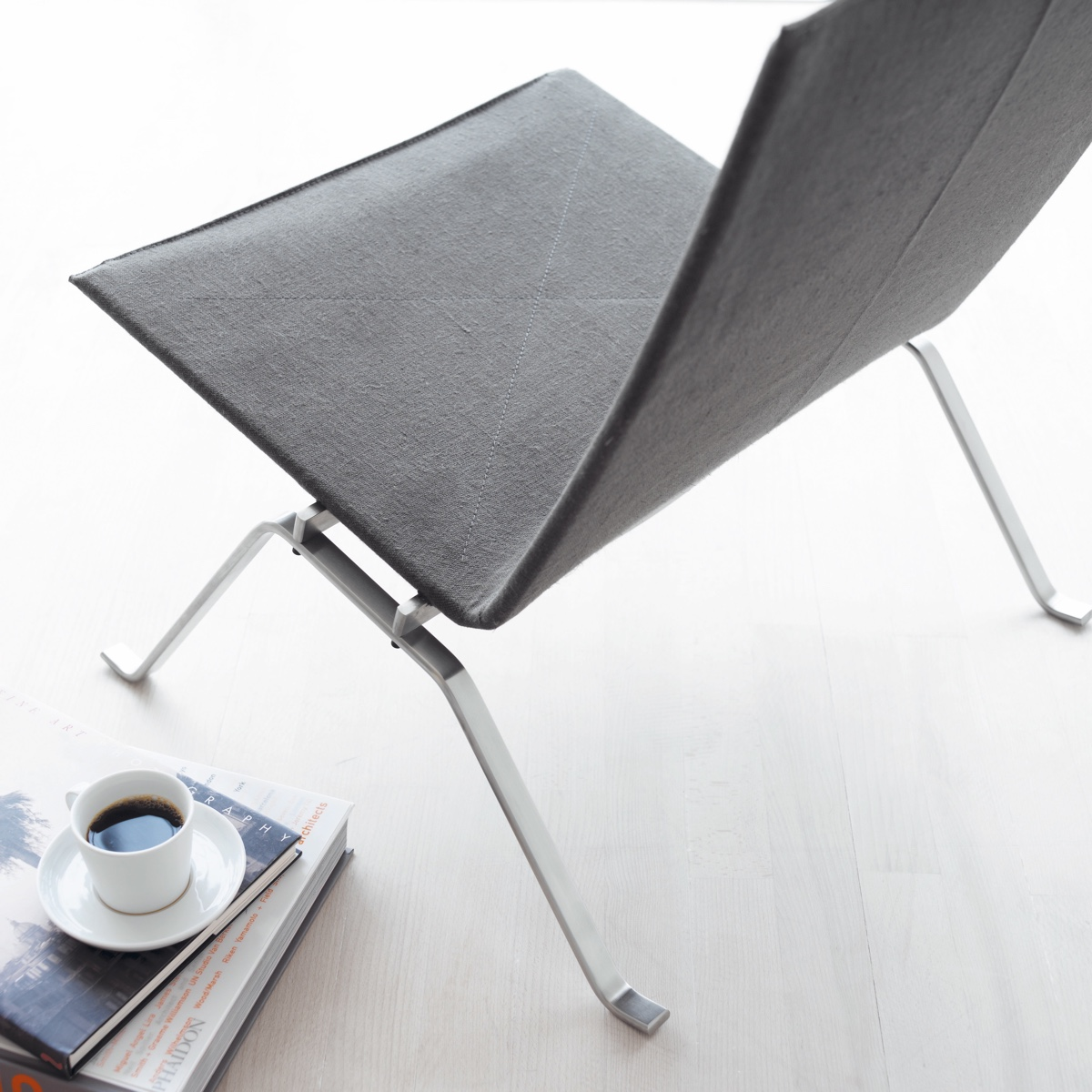 PK22™ lounge chair in canvas.