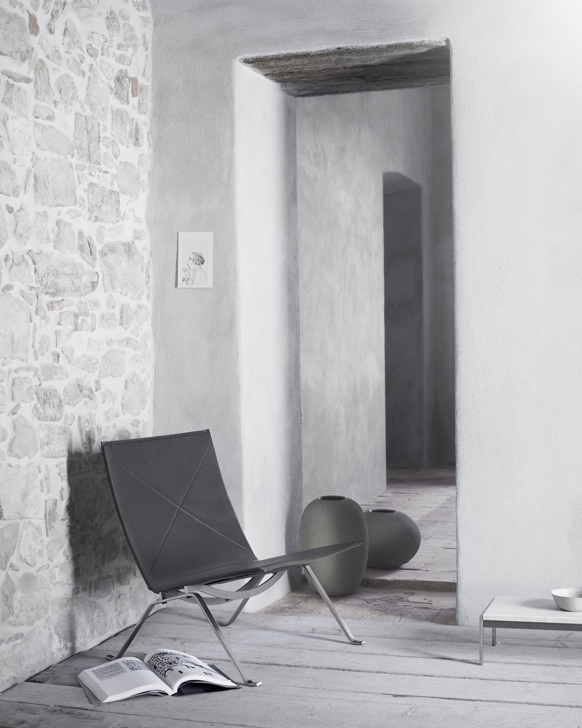 PK22™ lounge chair in black leather.