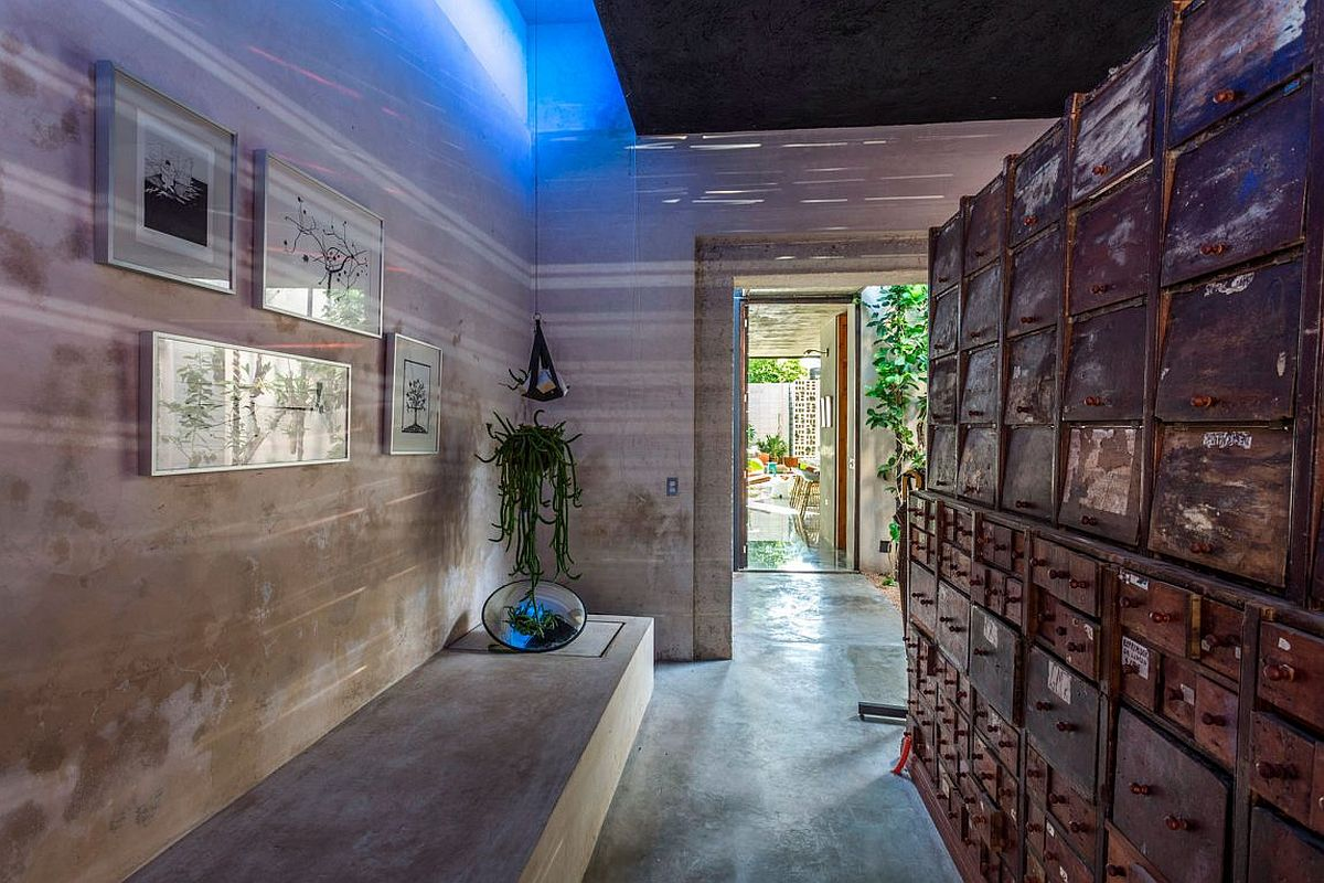 Raw materials and ingenious finsihes shape stylish Casa Desnuda