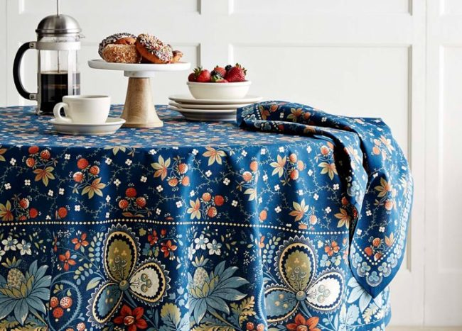 20 Round Tablecloths for Summer Entertaining
