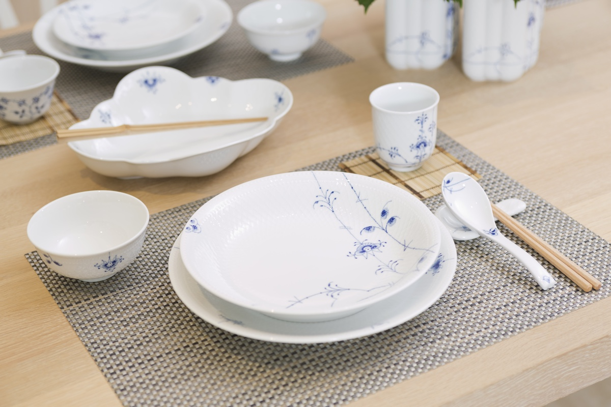 The'Blue Palmette' collection from Royal Copenhagenmakes reference to the company's 240 year old 'Blue Fluted' pattern, where 'palmette' refers to the stylised palm leaf hand-painted on all of the items.