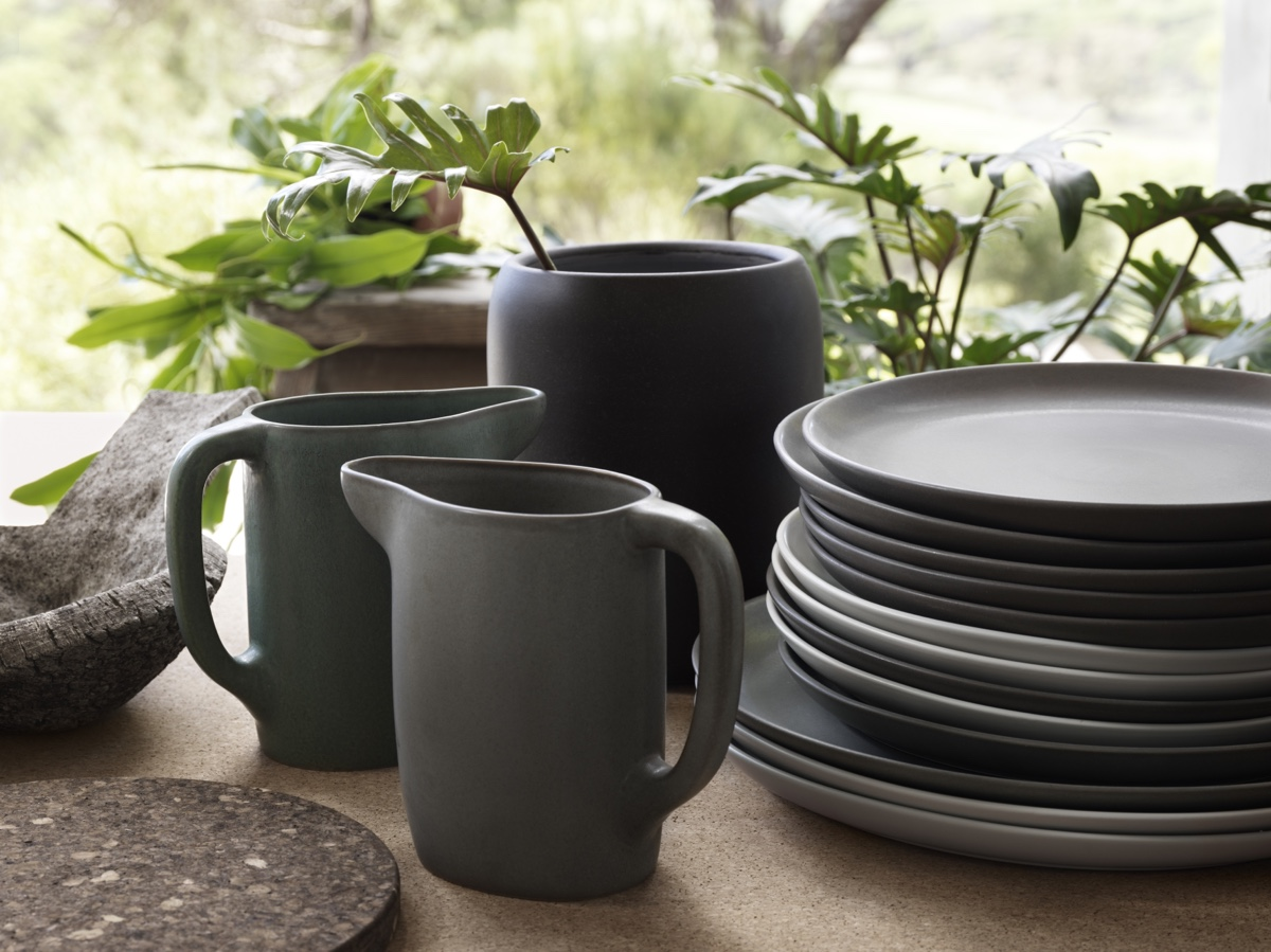 Studioilse, the design studio headed by British designer Ilse Crawford,created the SINNERLIG collection for IKEA. The collection includes a range of ceramic stoneware pieces.