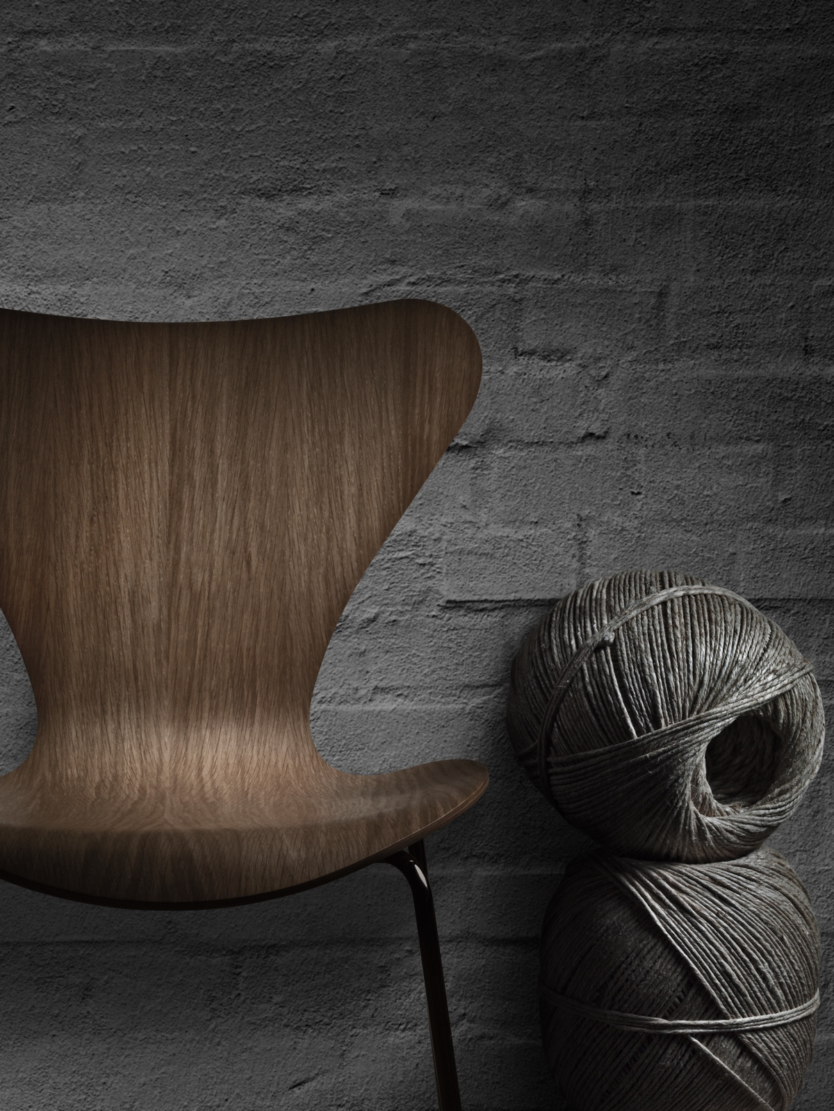 The Series 7™ chair'siconic profile. Shown in natural oak.
