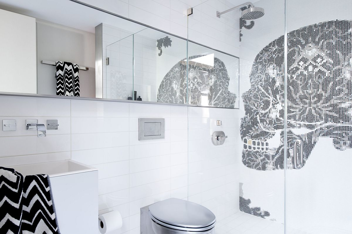 Skull motif on the bathroom wall is an absolute showstopper!