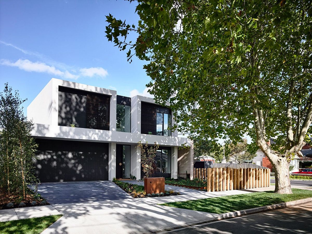 Street facade of Alphington House in Victoria Australia This Generous Aussie Home Makes Outdoor Living Its Priority