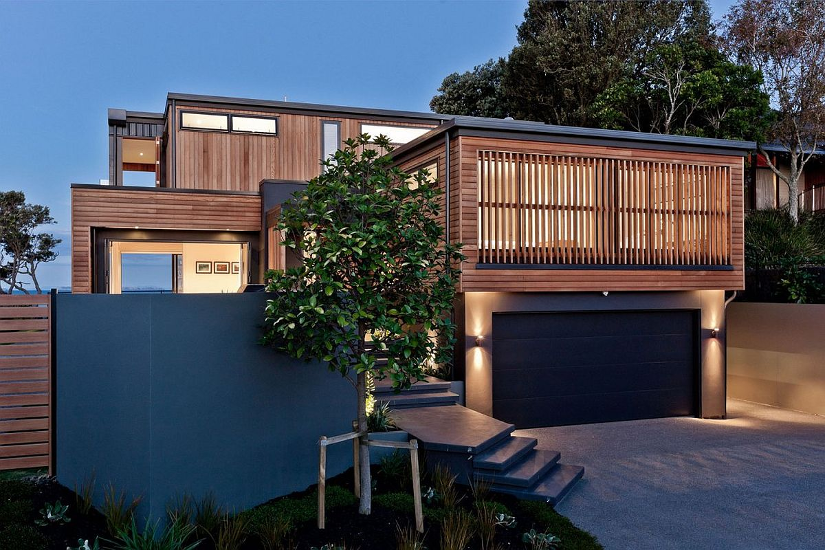 Street facade of the awesome contemporary home with sea views in Auckland