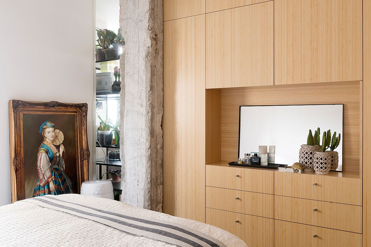 Structural pillar used in style to add to the minimalist theme of the bedroom