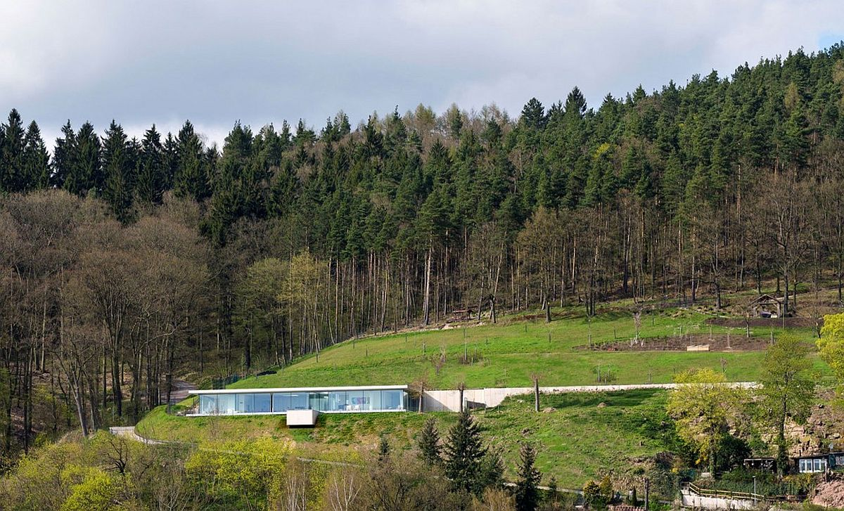 Stunning minimalist villa in Thuringia, Germany with sustainable design