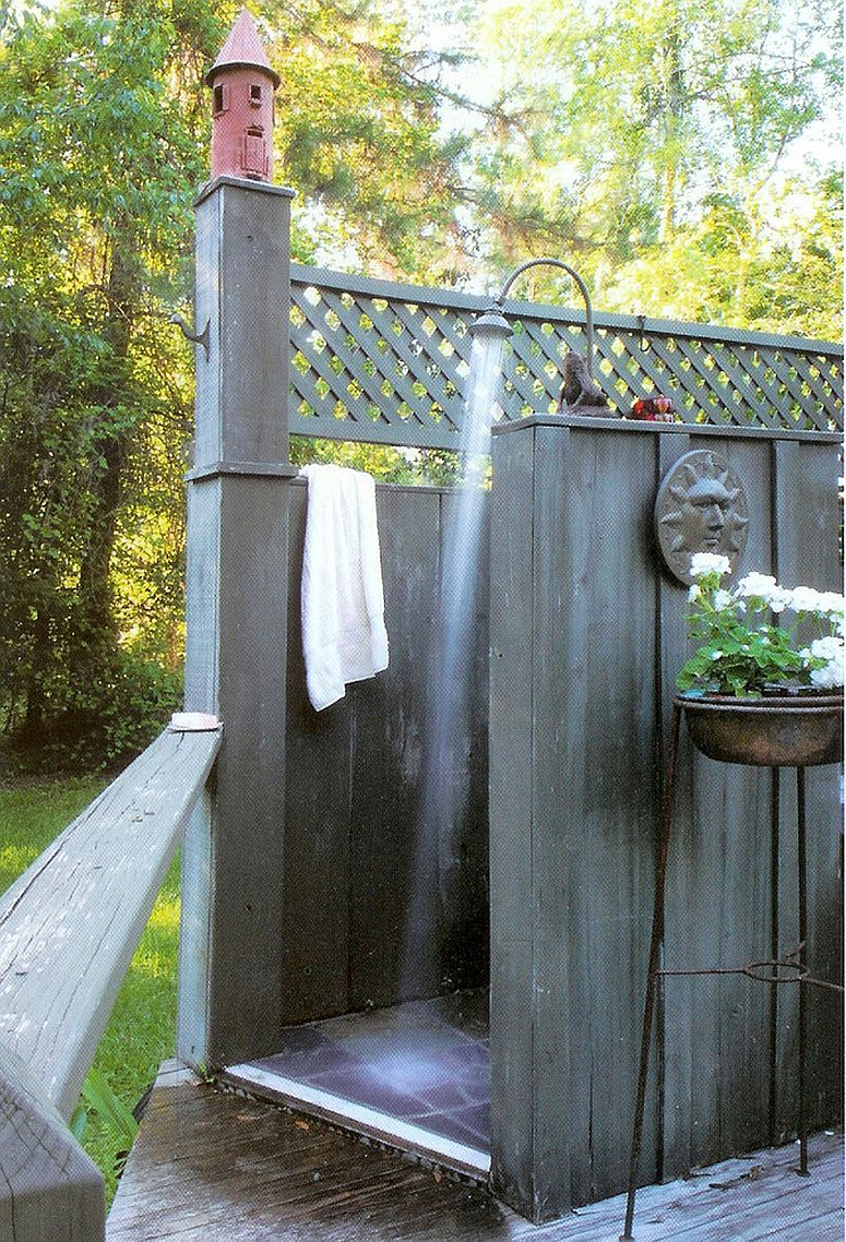 Take the shower outdoors this summer! [Design: Ellen Kennon]