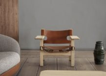 The Spanish Chair in oak with cognac-coloured saddle leather.