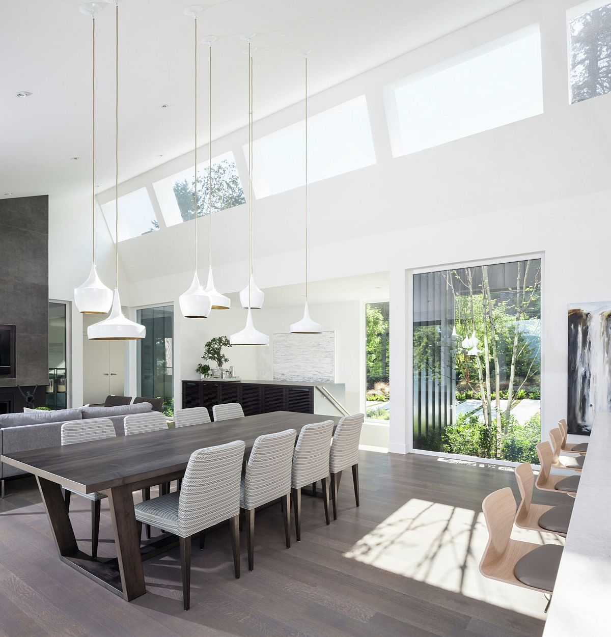 Tom Dixon pendant lights in white for the large dining space with high ceiling