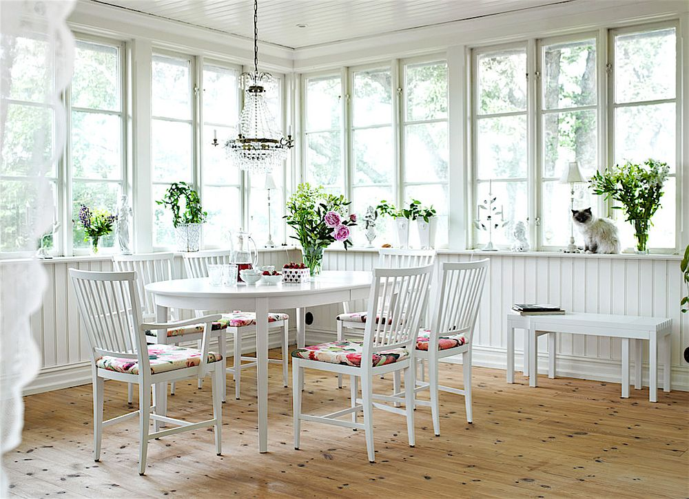 White is the color of choice inside the breezy sunroom [Design: HH Inredning Finsnickeri]