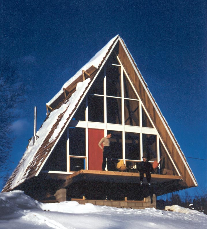In 1953, Henrik Bull designed this two-story A-frame in Stowe, Vermont, possibly the first in the area. Photo: Henrik Bull/Princeton Architectural Press via Old House Online.