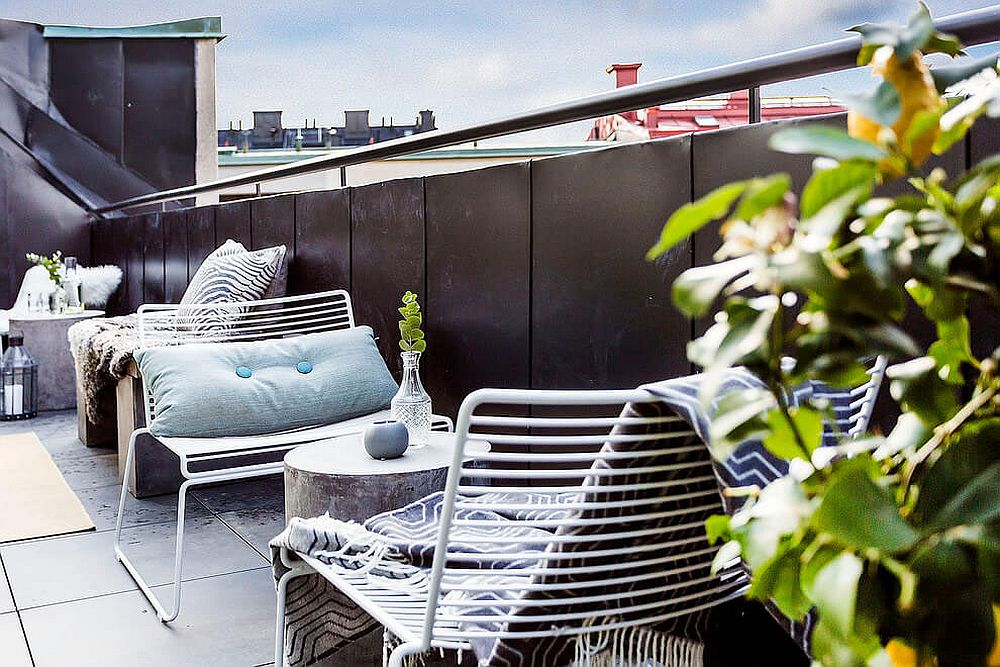 A smart conversation zone for the small urban balcony