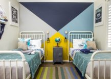Blue and yellow work ever so beautifully together in this beach style kids' room