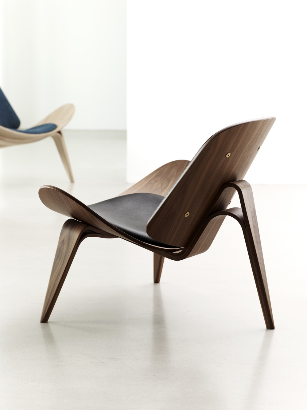 CH07 Shell Chair. Image courtesy of Carl Hansen & Søn.