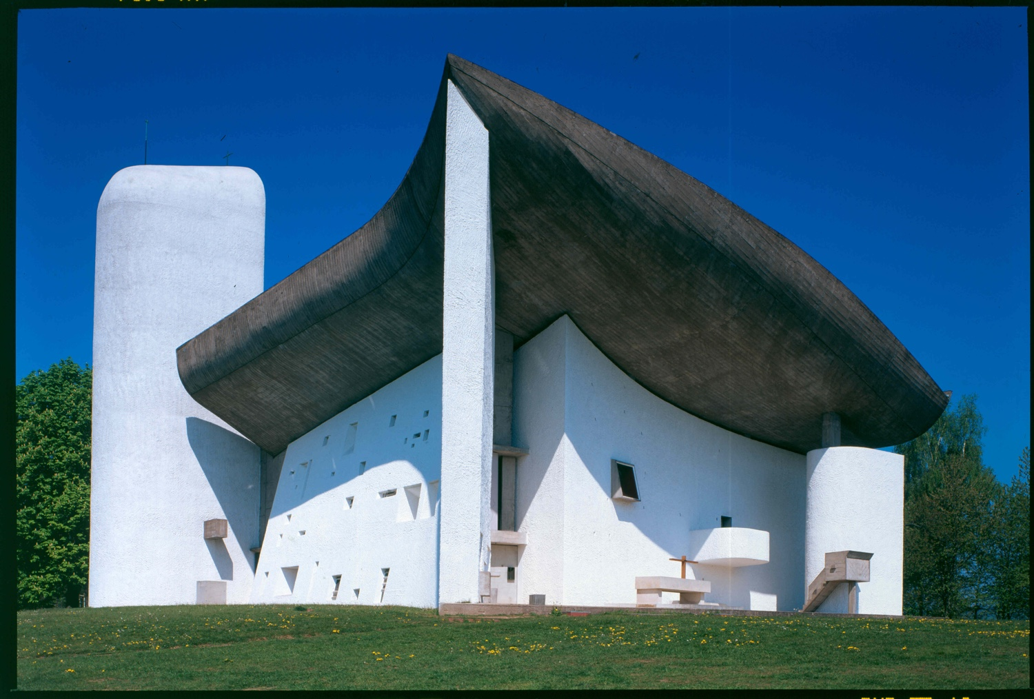 Chapelle notre-Dame du Haut, Ronchamp, France, 1950 - 1955. Photo by Paul Koslowsky © FLC/ADAGP.