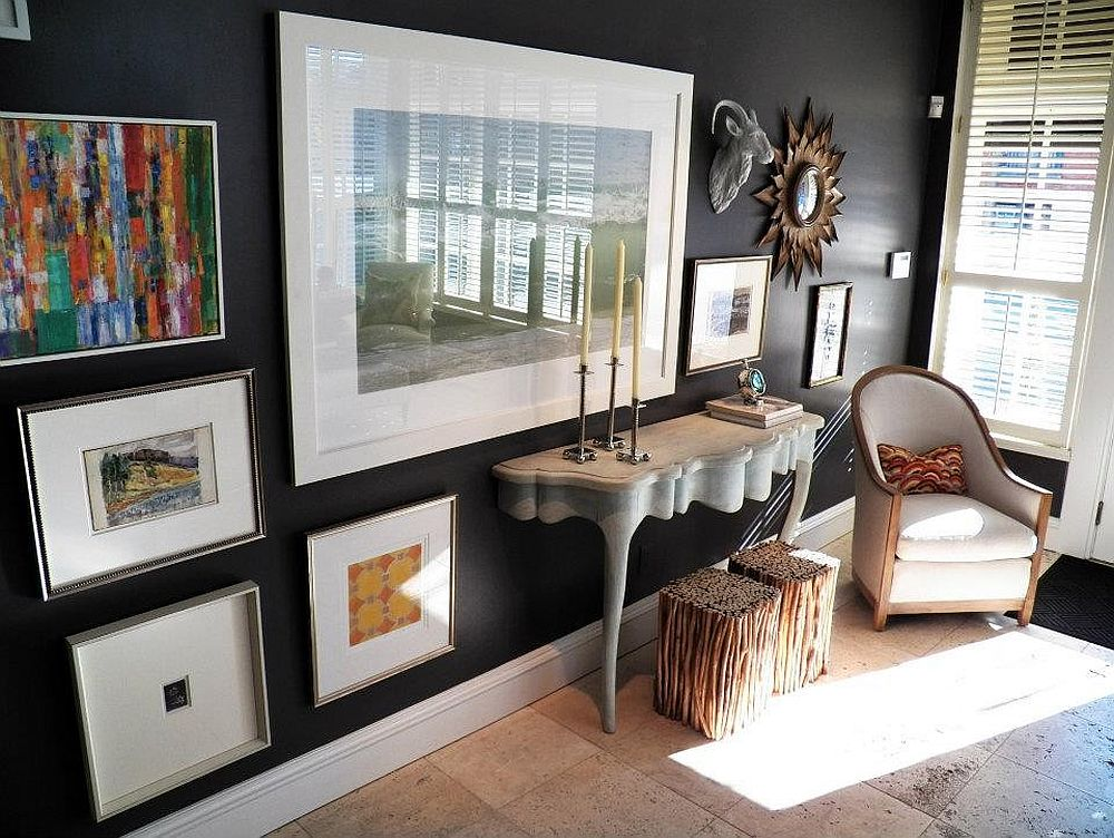 Charcoal gray wall adds a hint of glam to the light-filled entry [Design: Elizabeth Reich]