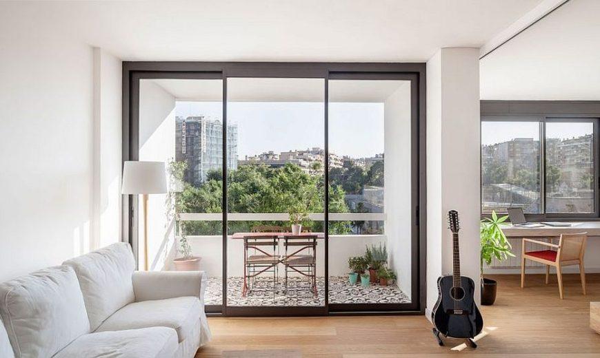 Sliding Doors Alter the Dynamics of Light-Filled Barcelona Apartment