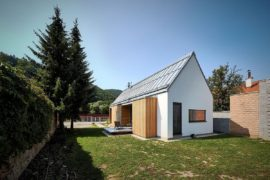 STEKO Wooden Blocks Create a Cozy Home in Scenic Slovakian Hills