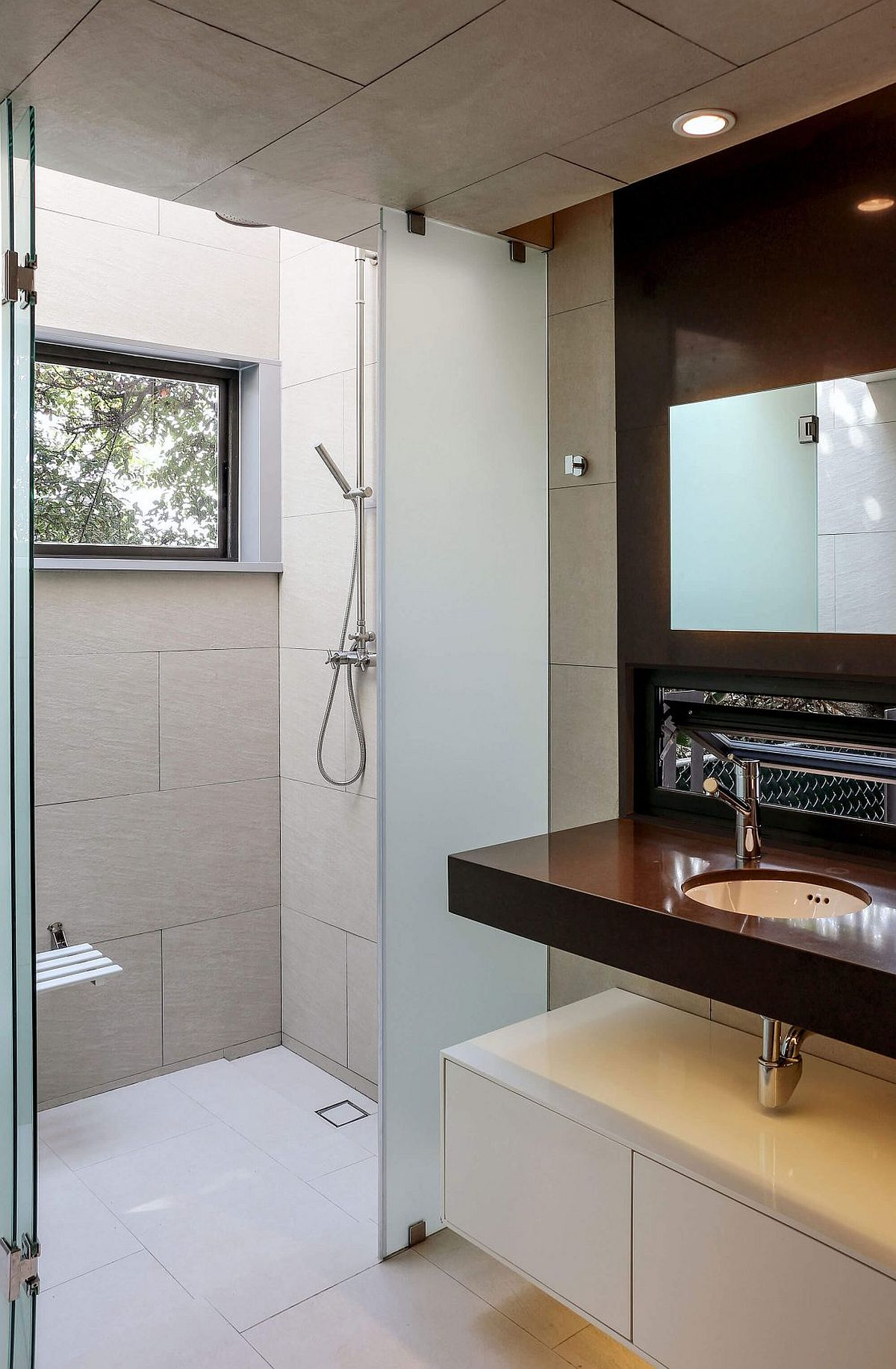 Contemporary bathroom with ample light