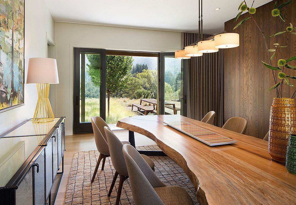 Custom live edge table gives the dining room a unique spatial dimension [Design: Justrich Design]