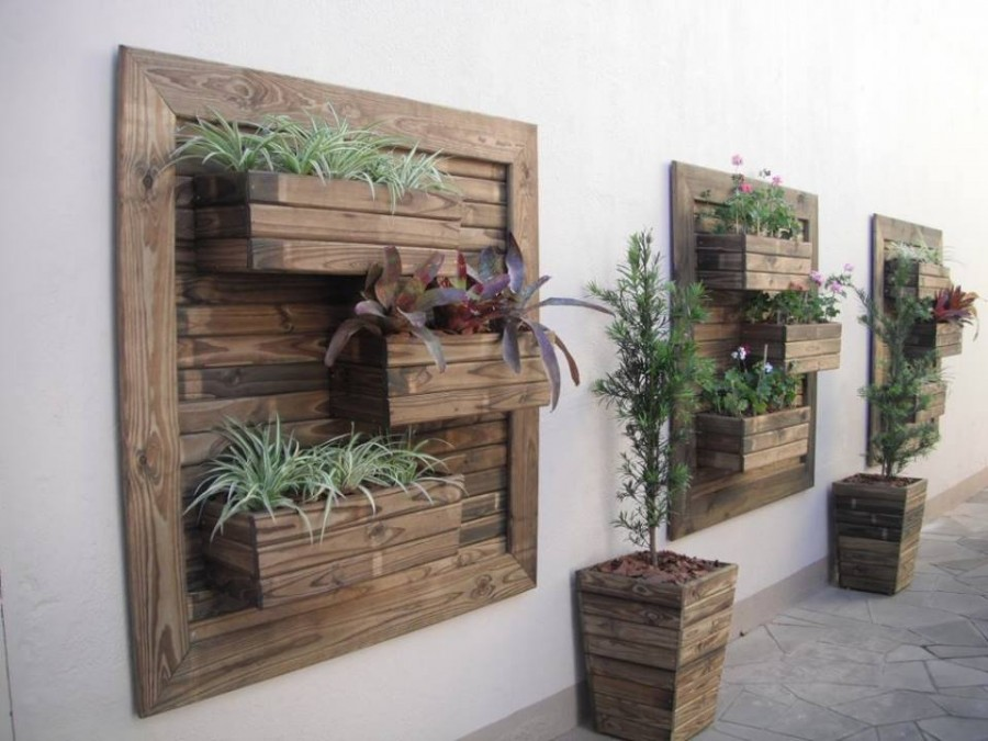 Think green 20 vertical garden ideas for Macetero vertical pallet