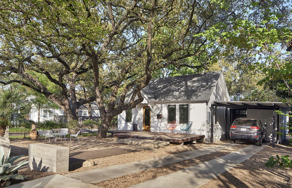 Entrance and exterior of the extended cottage in Austin
