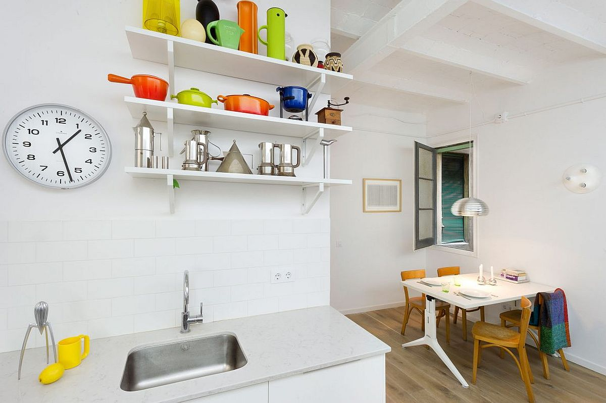 Kitchenware adds color to the all-white kitchen