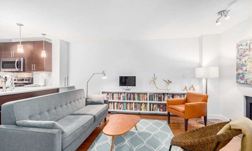 Urban Aesthetics: Smart and Cheerful Modern Apartment in Vancouver