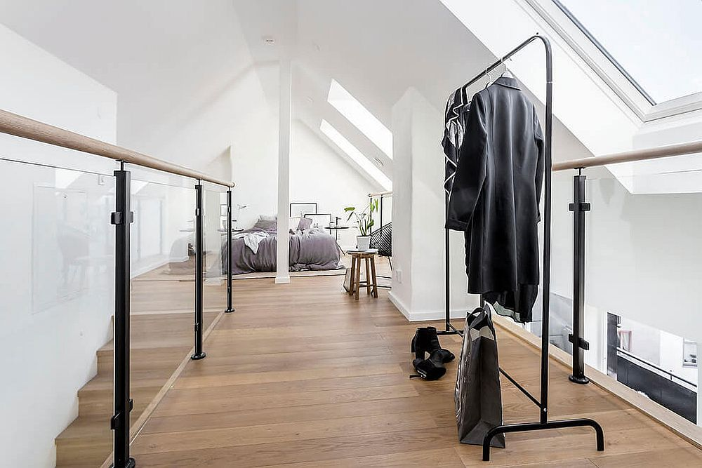 Mezzanine level bedroom and dressing area