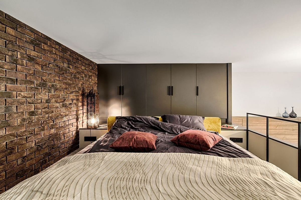 Mezzanine level bedroom adds extra space to small kiev apartment - Mezzanine bedlamp ...