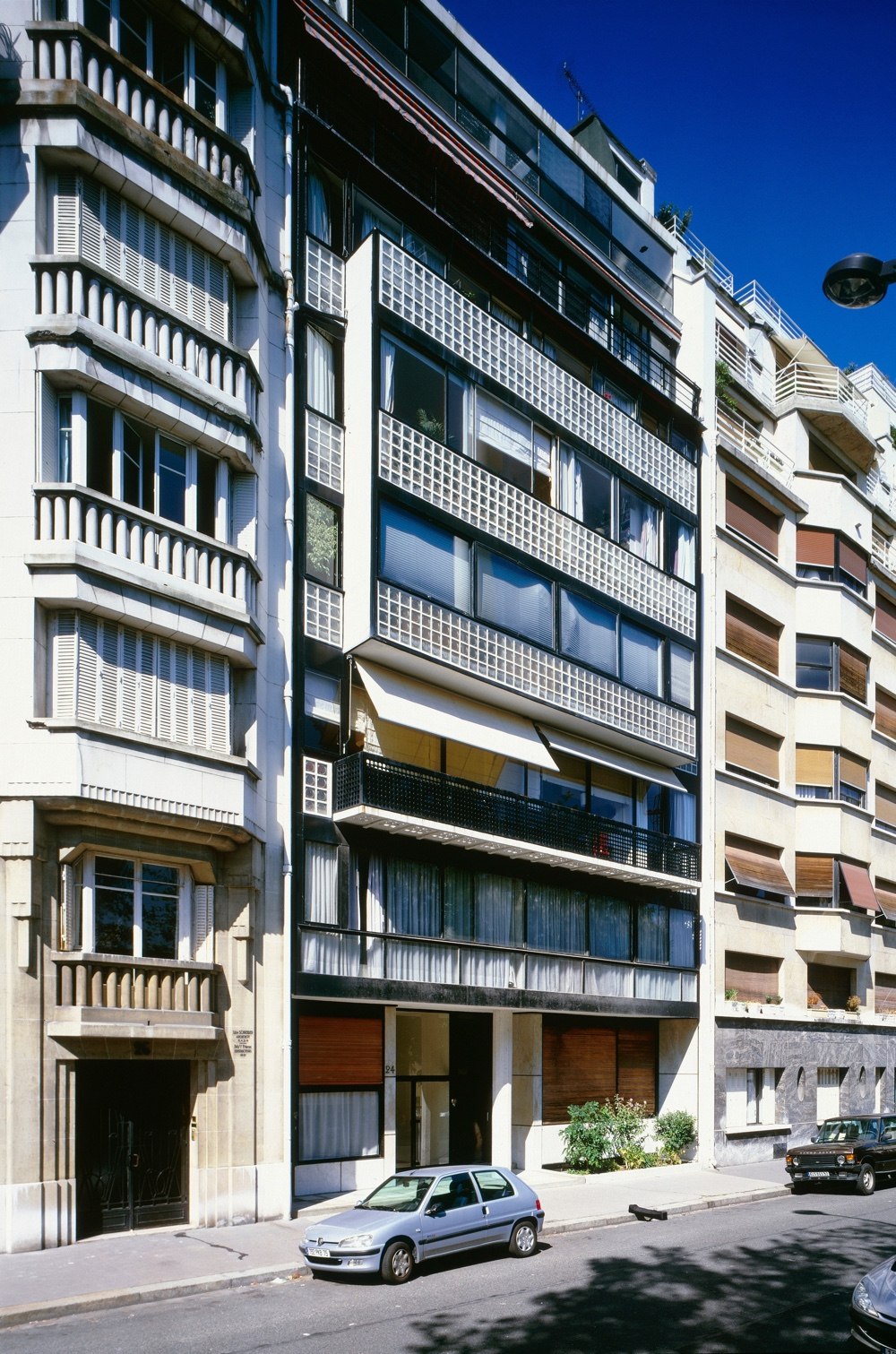 Immeuble locatif à la porte Molitor, Paris, France, 1931 - 1934. Photo by Oliver Martin-Gambier © FLC/ADAGP.
