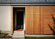 Narrow entry of the modern-traditional home in Slovakia