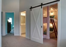 Nifty barn door is a great choice for the breezy beach style kids' bedroom