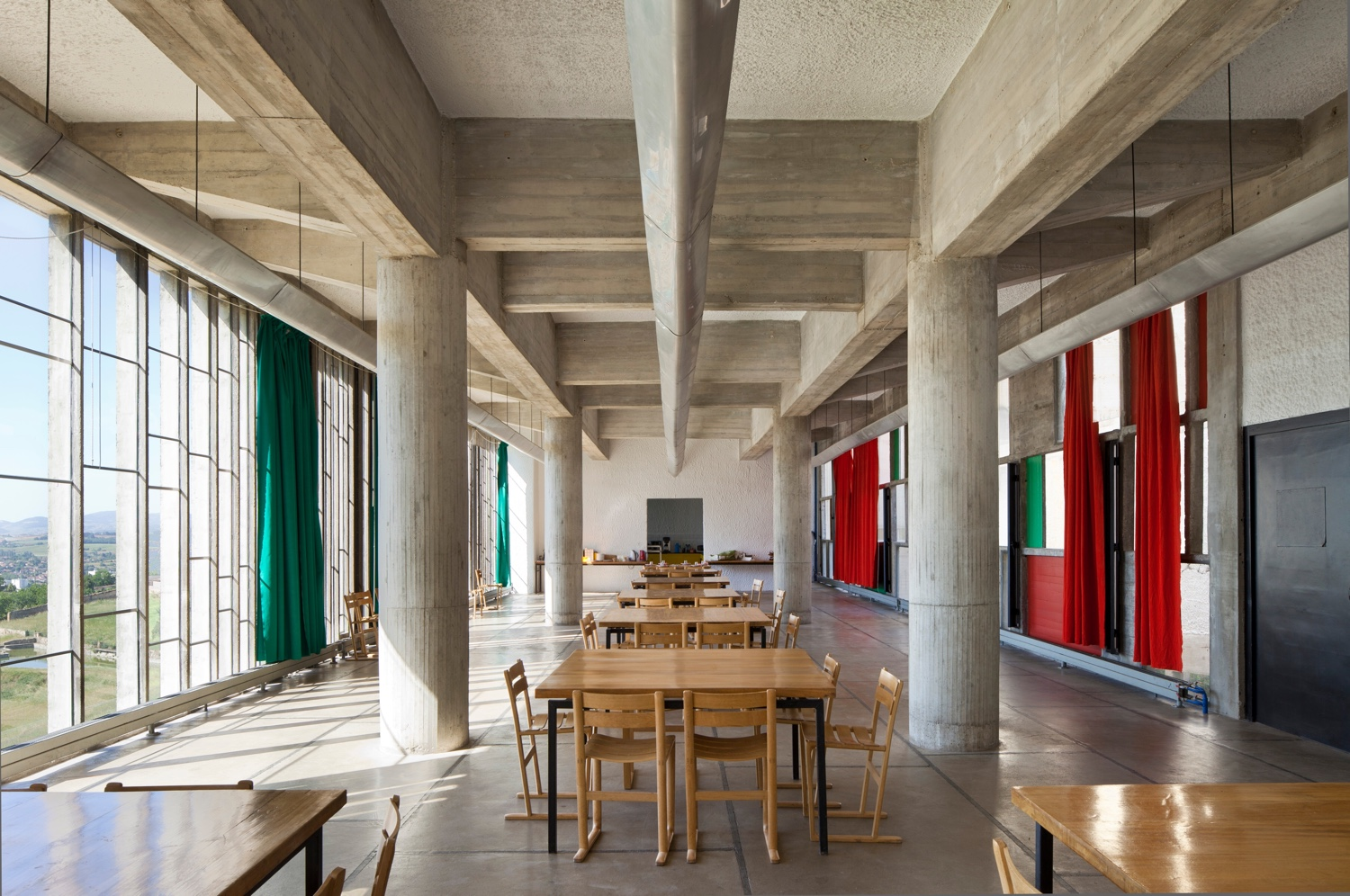 Refectory at Couvent Sainte-Marie de la Tourette. Photo by Oliver Martin-Gambier © FLC/ADAGP.