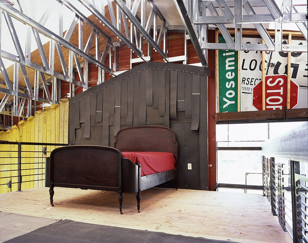 Road signs are perfect for the industrial bedroom [From: Jensen Architects]