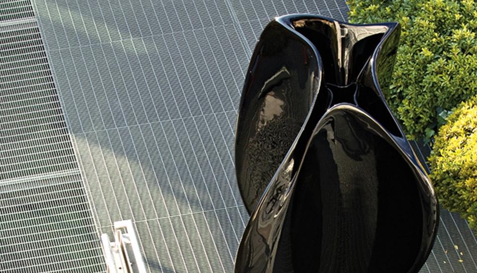 Serralunga Flow by Zaha Hadid in black. Image © Serralunga s.r.l.