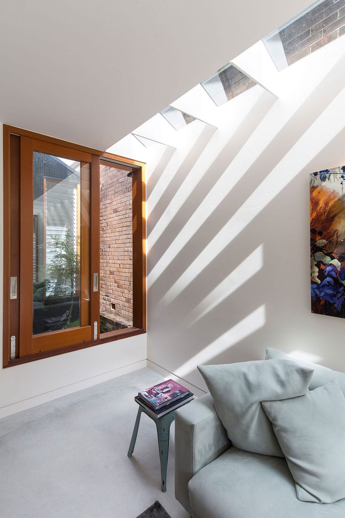 Skylight for the top level brings in ample natural ventilation indoors