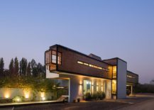 Sleek-and-contemporary-structure-of-smart-home-in-Chile-217x155